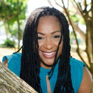 reines-des-temps-modernes-beau-livre-bois-toile-du-marais-precommander-afro-afrique-histoire-poesie-photographie-art-design-modele-black-noir-femme-naika-pichi4