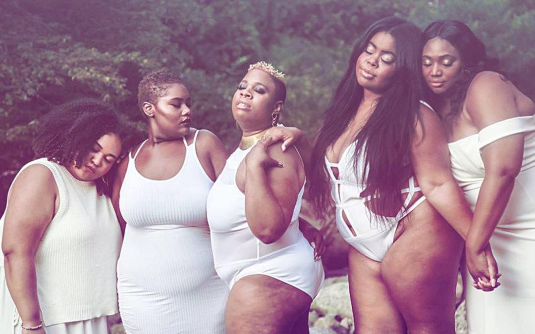 """""""The Fat Femme Sisters""""  nous informent que le terme """"Grosse"""" n'est pas un mot sale, mais une révolution!"""