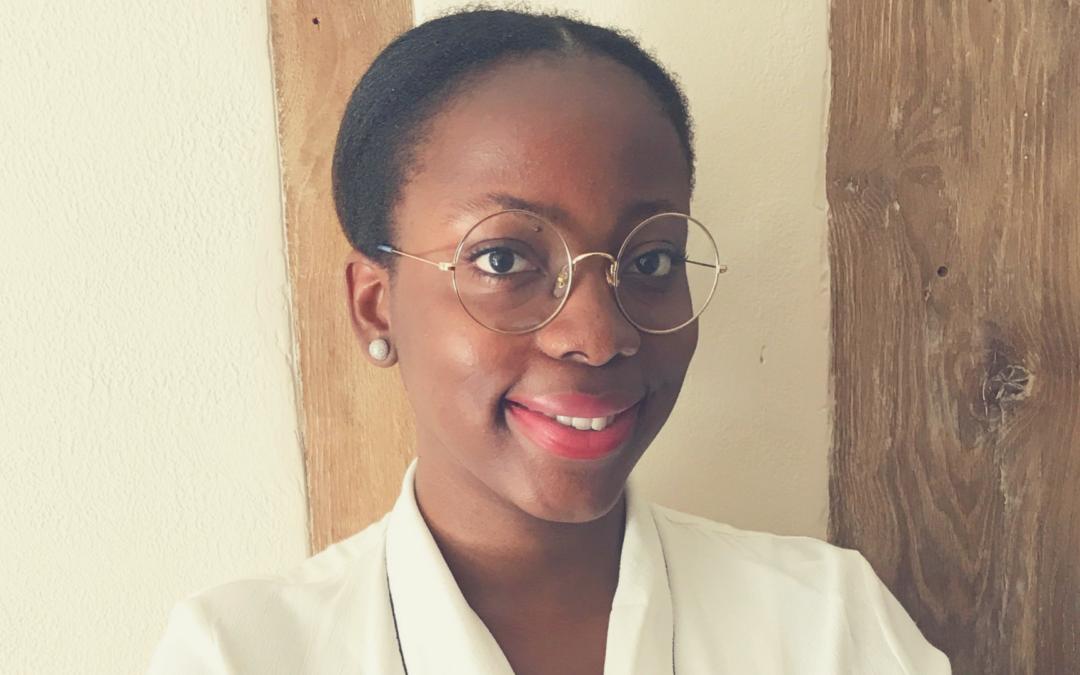 """Julie Kassa Mapsi, auteure du livre de cuisine """"L'Afro Apéro"""""""