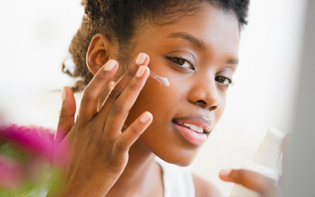 Abordez le printemps comme une reine grâce à ces produits adaptés aux peaux noires !